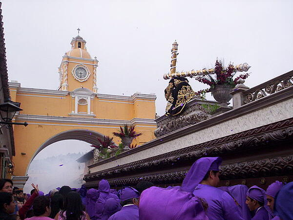 Procession à Antigua, Guatemala. Source : wikimedia