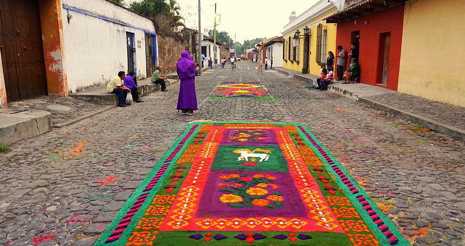 Antigua Guatemala : préparation des processions de la Semaine Sainte ©Erik Albers