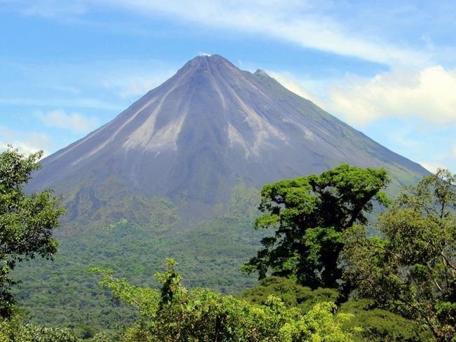Le cône parfait du volcan Arenal vivre au Costa Rica
