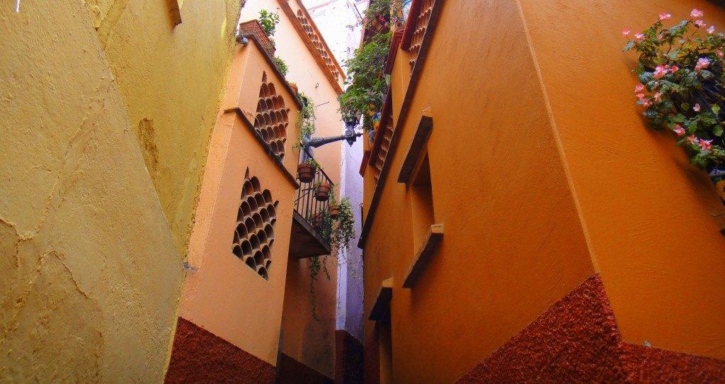 Callejón del Beso – Guanajuato ©ReyungCho