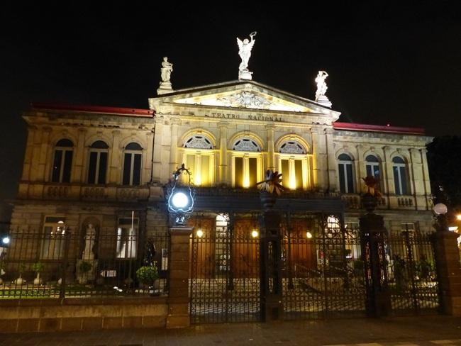 Vivre au Costa Rica, théâtre national de San José