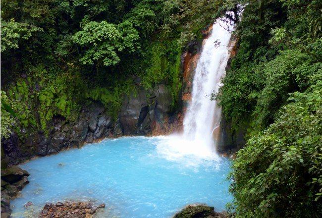 Le Rio Celeste et sa belle cascade de bleu pur
