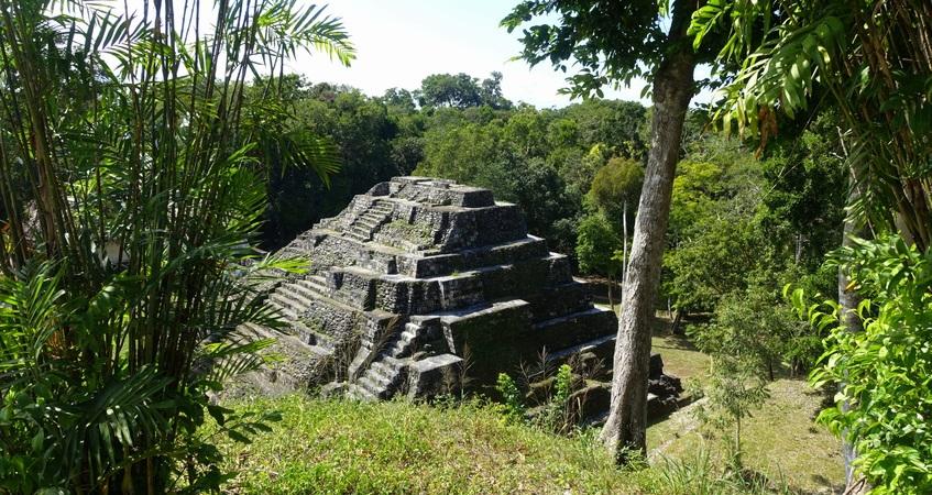 Quand partir au Guatemala ? Basses terres : végétation tropicale autour du site de Yaxha ©Mathilde Arnod