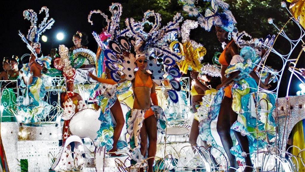 Le carnaval de Santiago dans toute sa splendeur