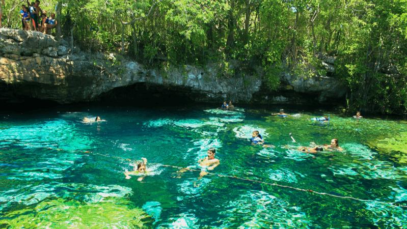 Le cenote Azul - Flickr : Matias Callone